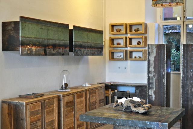 Arredamento interamente realizzato con materiali di - Mobili con legno di recupero ...