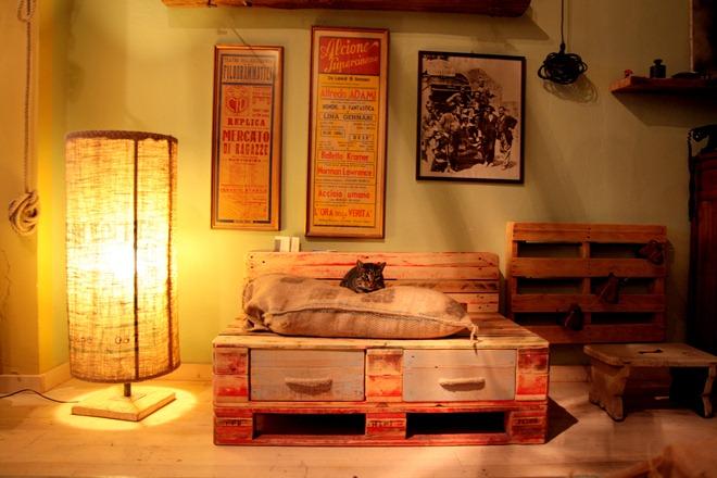 Arredamento per la casa con legno da recupero e pallet